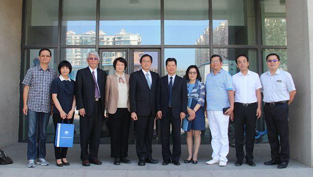 海峡两岸医药卫生交流协会与台湾中华华夏医师协会战略合作备忘录在京签署