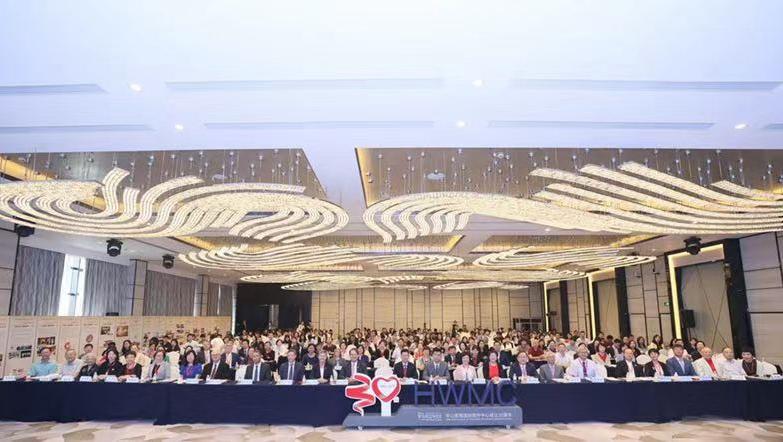 """第一届海峡两岸国际医疗与特需服务发展大会暨第十二届""""高端医疗服务与建设""""国际研讨会在上海召开"""